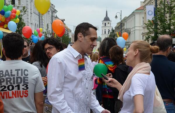 Agnieszka Filipiak @AgFilipiak Talking with @StuartMilk at the Baltic Pride march #Vilnius #Lithuania Greetings!