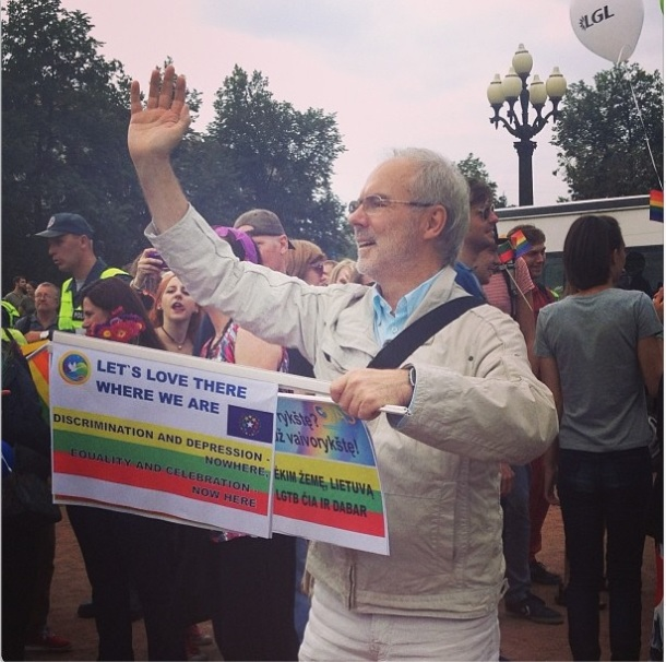 """Jenny Zhang @jennybagel """"Let's love there/ where we are"""" this hero brought my favorite poem to Baltic Pride #balticpride #vilnius #queerfeelings"""